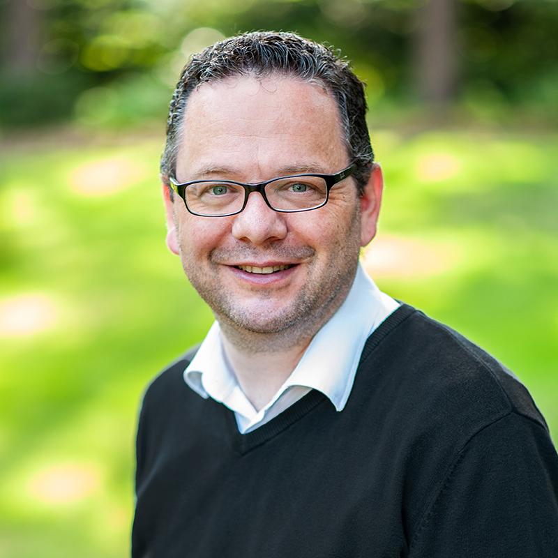Dr. Oliver Niedostadek